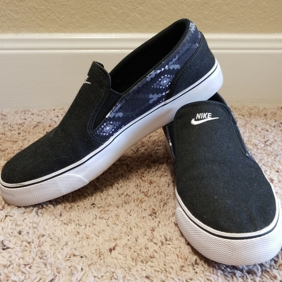 Nike Shoes   Mens Black Toki Canvas